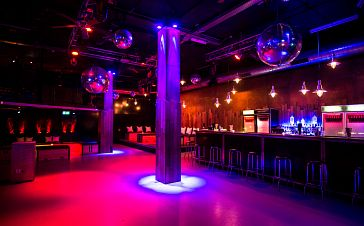 floor. Club & Lounge