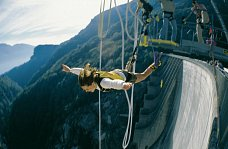 Bungy Jumping wie James Bond